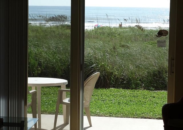 FIRST FLOOR Direct Oceanfront Unit 1!, vacation rental in Cocoa Beach