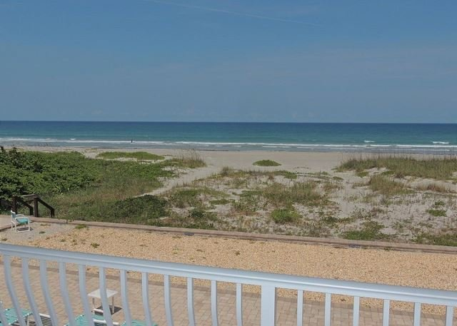INCREDIBLE Direct Oceanfront 2 BR Condo!, vacation rental in Viera