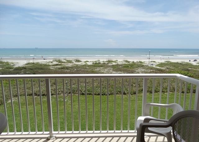 DIRECT OCEANFRONT Condo #66!, location de vacances à Cocoa Beach