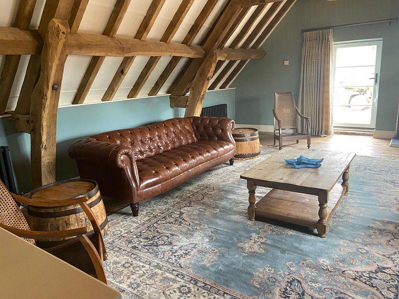 Hayloft Family Farmstay + Hot Tub + Woodburner + SmartTV, location de vacances à Droitwich