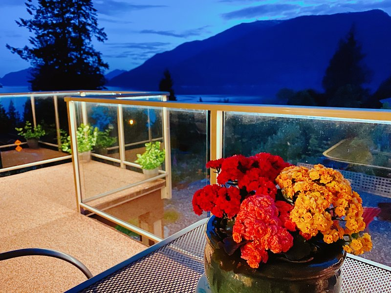 New bright beautiful home with breathtaking views, holiday rental in Squamish