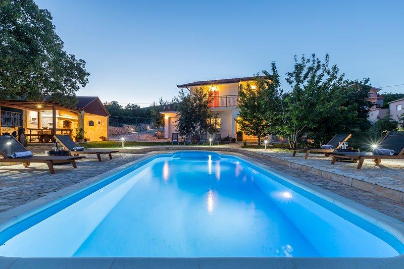 Villa Podrugovi Dvori with pool, location de vacances à Dugopolje