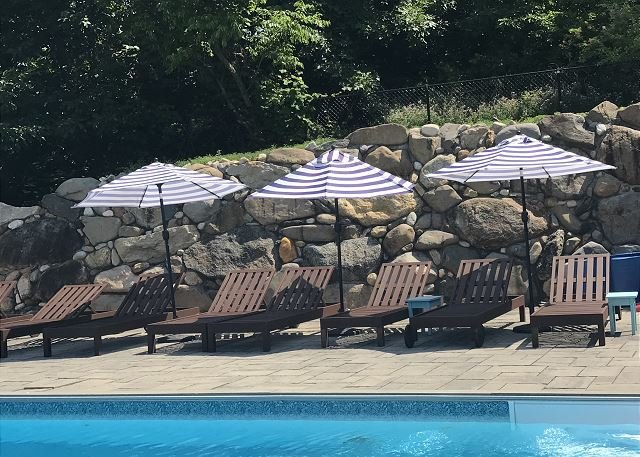 Newly listed Large Beach house North Fork Amazing views Lg Private Pool, holiday rental in Baiting Hollow