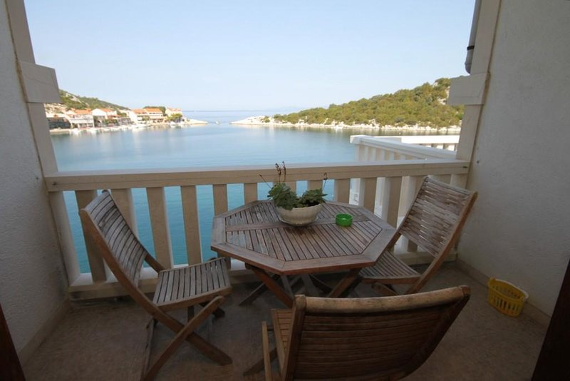 Zaklopatica Apartment Sleeps 4 with Air Con - 5468263, holiday rental in Zaklopatica