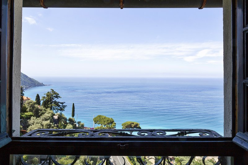 Stunning views of Portofino and Camogli, vacation rental in Avegno