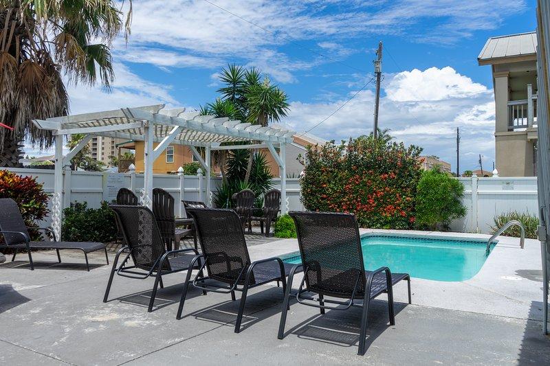 Casa Malbec C - Awesome 2 Bedroom - Walk to the Beach - Swimming Pool - Wifi, location de vacances à Île de South Padre