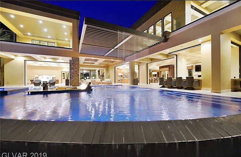 LAS VEGAS ULTIMATE MEGA MANSION, holiday rental in Boulder City
