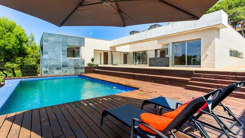 Villa Prestigia With Private Pool And Sea View, holiday rental in Altafulla