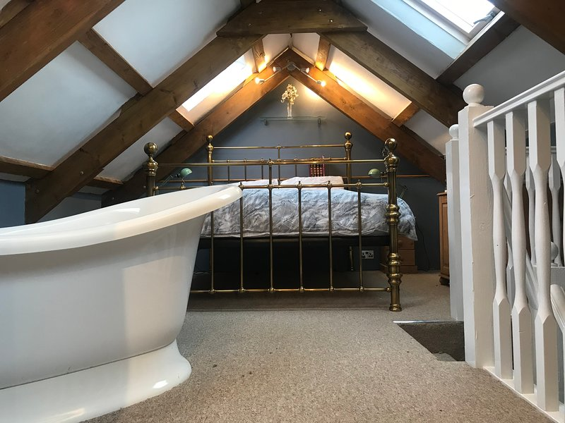 The Carpentry Shop, Romantic Helford Cottage near Falmouth and Lizard beaches, holiday rental in Gweek