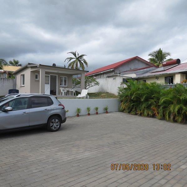bungalow neuf dans quartier résidentiel calme, casa vacanza a Ravine des Cabris
