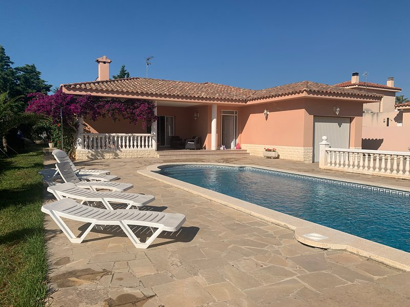 AME445, Chalet 10/12 pers, piscina privada, holiday rental in Terres de l'Ebre