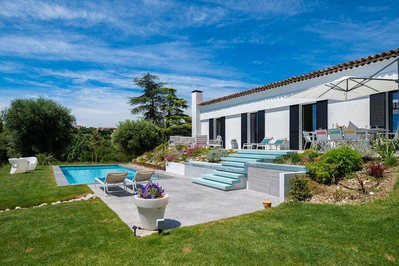 La Madeleine Villa Sleeps 8 with Pool Air Con and WiFi - 5841128, location de vacances à Saint-Laurent du Var