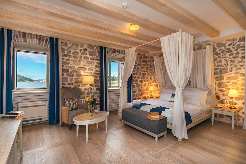 Hotel Capitano - Deluxe Double room with sea and small ferry port view, holiday rental in Herceg-Novi Municipality
