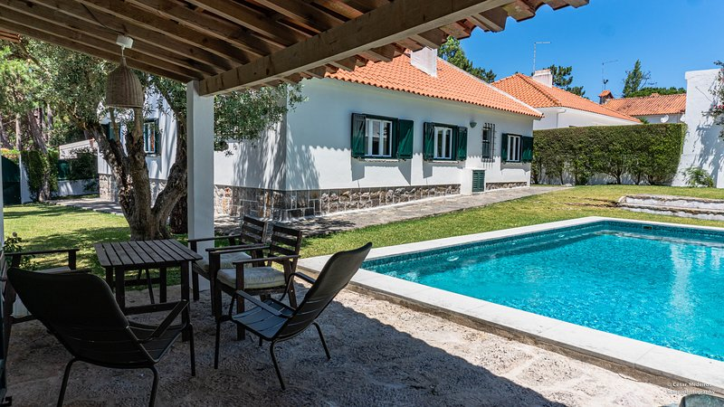 Sintra • Banzão House w/ Swimming Pool, vacation rental in Colares