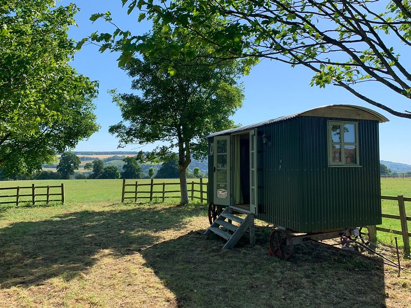 Luxury Shepards Hut with spectactular views, location de vacances à Hampstead Norreys