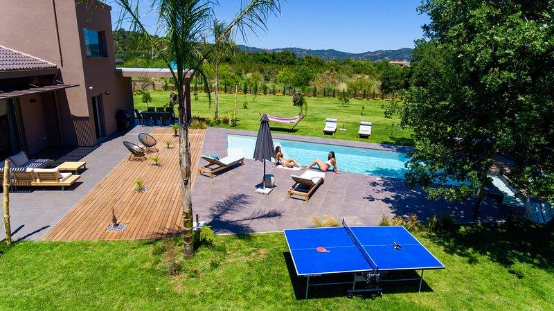 New Lux Villa★BBQ & Jacuzzi★Private HEATED pool★Big Garden★18 people, alquiler vacacional en Zourva