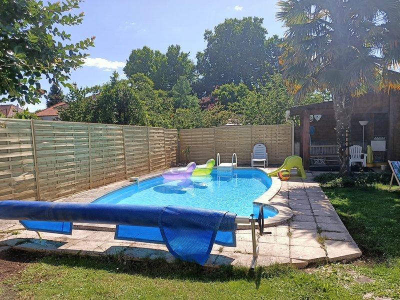 Maison familiale 10 personnes avec piscine privée – semesterbostad i Donzenac