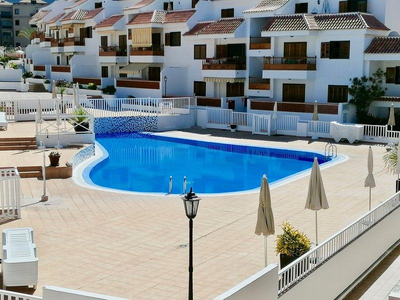 Mar Holiday Home, 3 beds 2 baths free wifi, international channels and pool, aluguéis de temporada em Los Cristianos