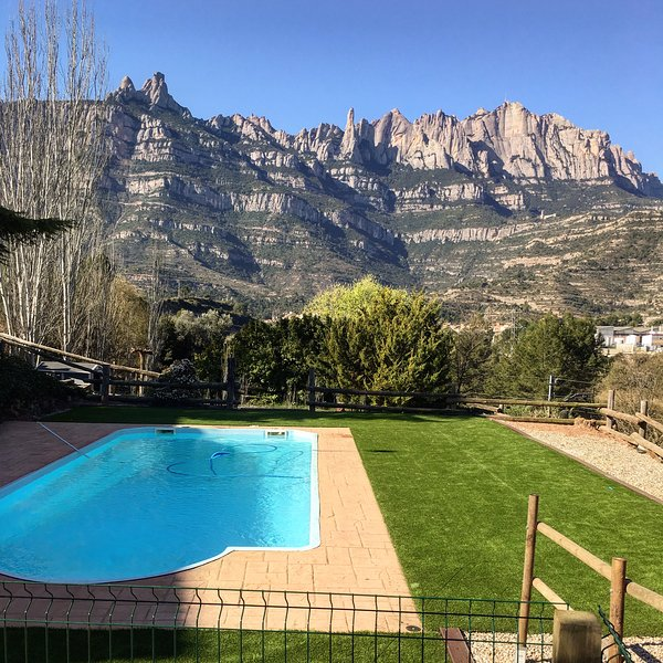 Spacious villa with swimming-pool, vacation rental in El Bruc