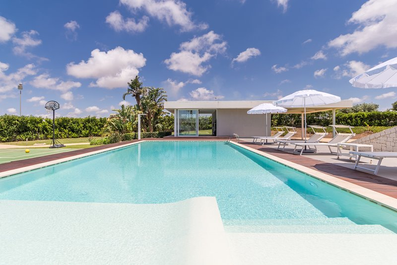 Venere, villa with swimming pool and private gym, holiday rental in Camemi