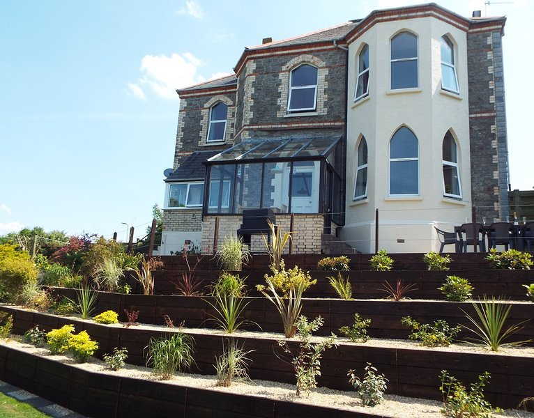 Stunning detached Victorian house with both coastal and countryside views, location de vacances à Ilfracombe