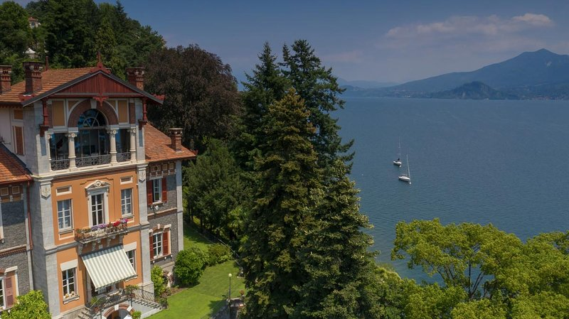 Villa Selva Luxury Lake view Apartment, Ferienwohnung in Bee