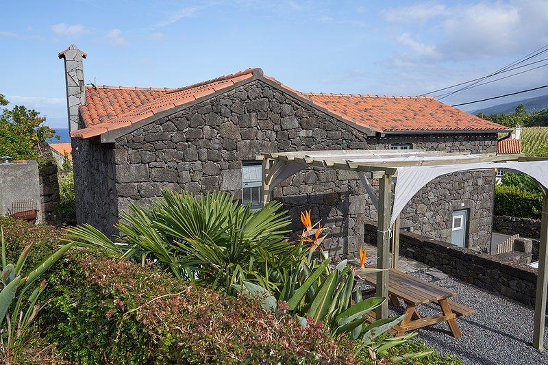 Rubia Brown Villa, Pico, Azores !New!, location de vacances à Sao Joao