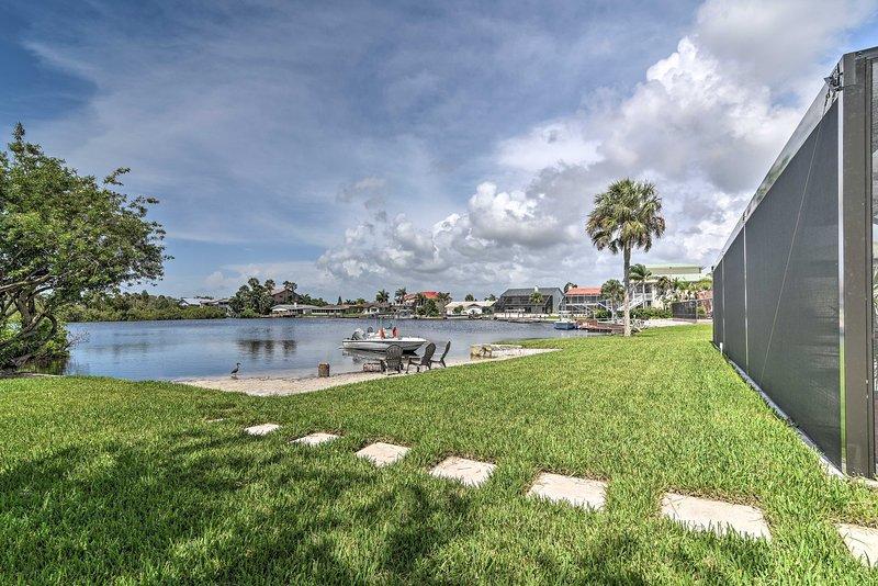 NEW! Waterfront Pool Home w/ Beach & Gulf Access!, alquiler de vacaciones en Port Richey
