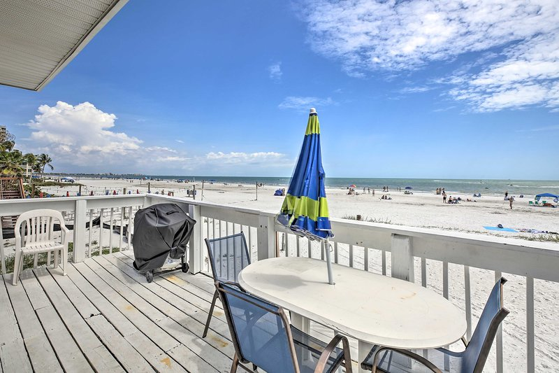 Fort Myers Beach House w/Private Deck & Gulf Views, holiday rental in Fort Myers Beach