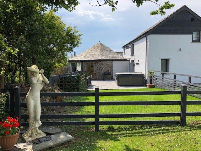 Rose Barn at Helscott Barns, location de vacances à Bude