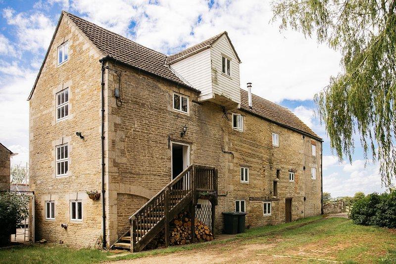 Fletland Mill, luxury bolthole in stunning location, near Stamford, vacation rental in Stamford
