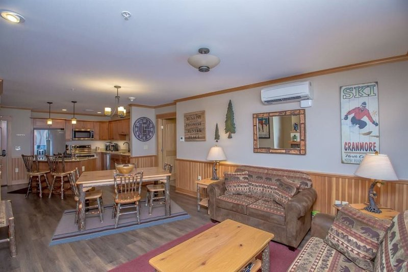 Beautiful Slope side Ski In/Out Condo At Cranmore Mountain In North Conway NH, location de vacances à Kearsarge