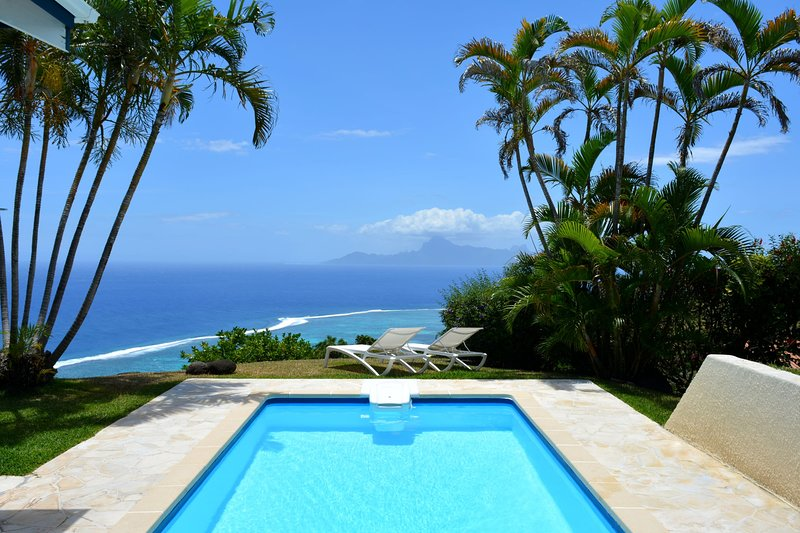 Villa Tiare - Tahiti - breathtaking view, pool & garden - up to 7 pers, location de vacances à Polynésie française