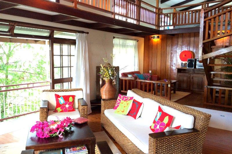 Haeremai Villa - Pirae / Tahiti - Pool & view - 5 bedrooms up to 15 persons, vacation rental in Society Islands