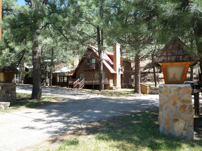 Timberline  Timberline Cabin - Cozy Cabins Real Estate, LLC., holiday rental in Ruidoso