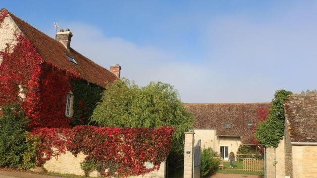 Chambre d'hôtr dans corps de ferme fortifié, vacation rental in Fontenai-sur-Orne