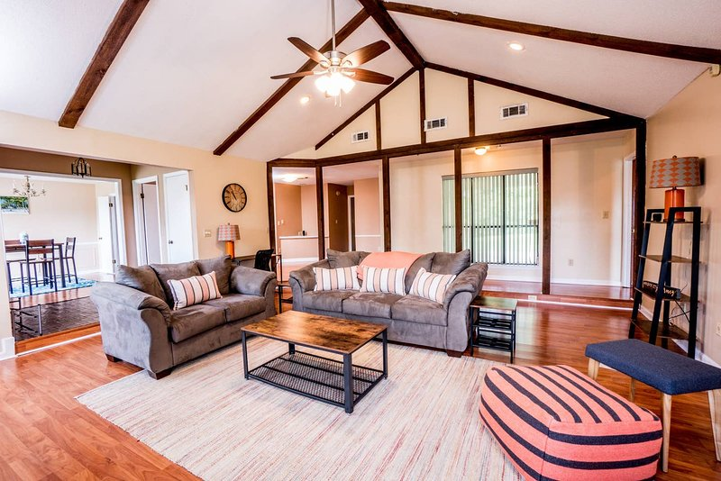 ❤️ Contactless Self-Entry | Kid + Pet Friendly | Sanitized | Fast WiFi ❤️, holiday rental in Montgomery
