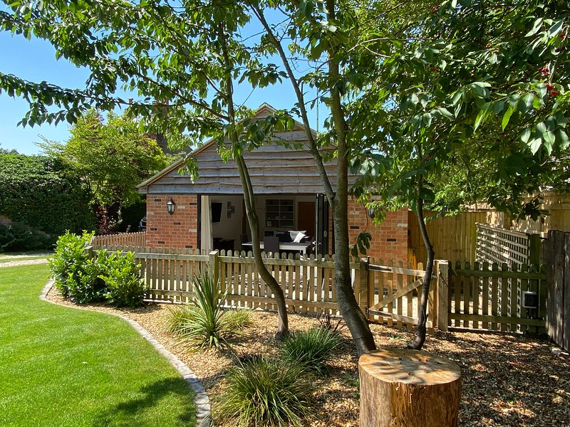 2 bed pet friendly barn in the Cotswolds, vacation rental in Gloucestershire