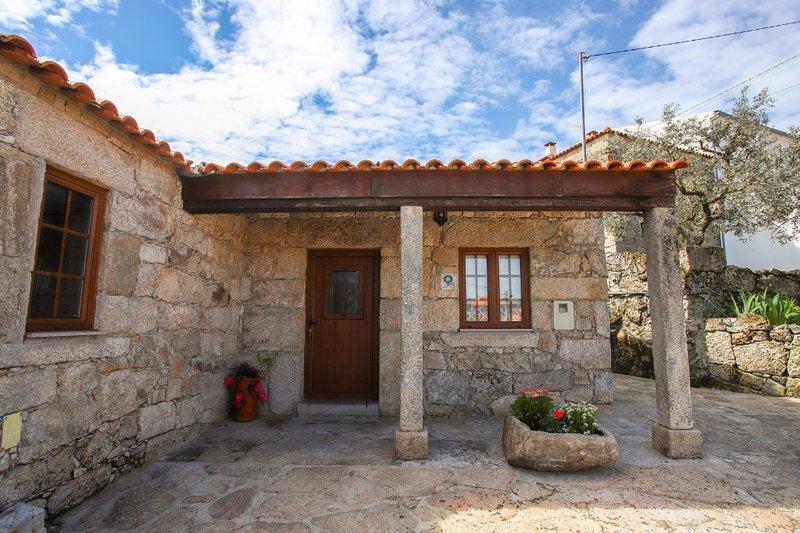 Pavo Villa, Sortelha, Guarda, vacation rental in Peraboa