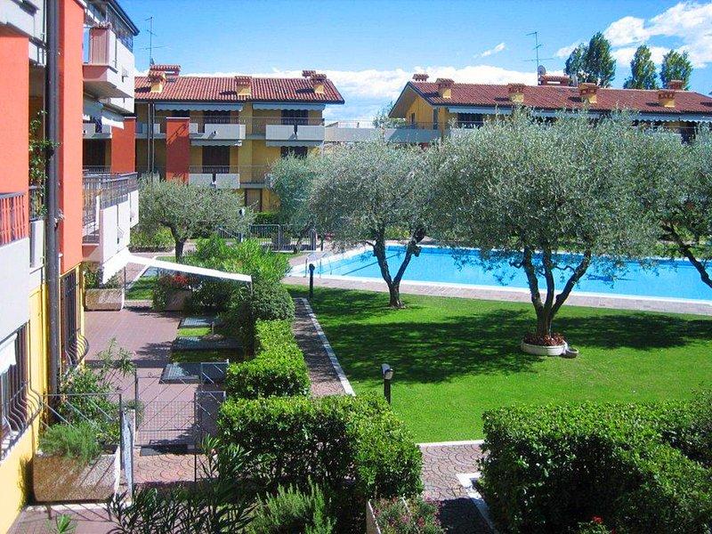 Villaggio dei Fiori (SIR140), vacation rental in San Martino della Battaglia