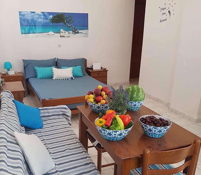 STUDIO CLOSE TO THE BEAUTIFUL BEACHES OF KALAMATA, vacation rental in Kalamata