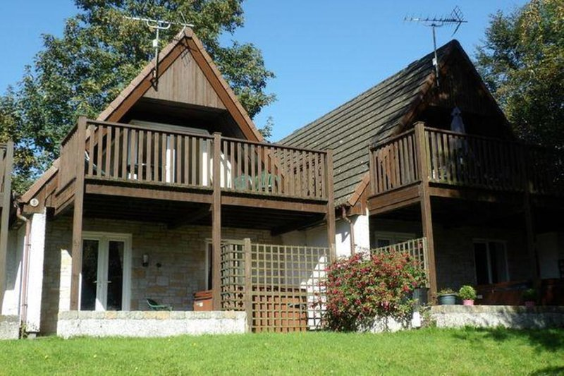 10 Valley View Lodge, holiday rental in St Dominick