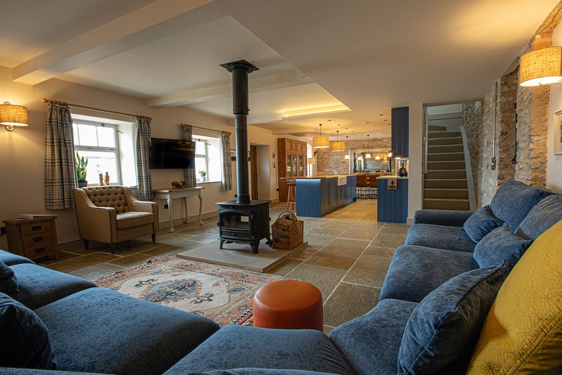 The Hayloft - sleeps 12 barn conversion - Nr. Bakewell, holiday rental in Bakewell