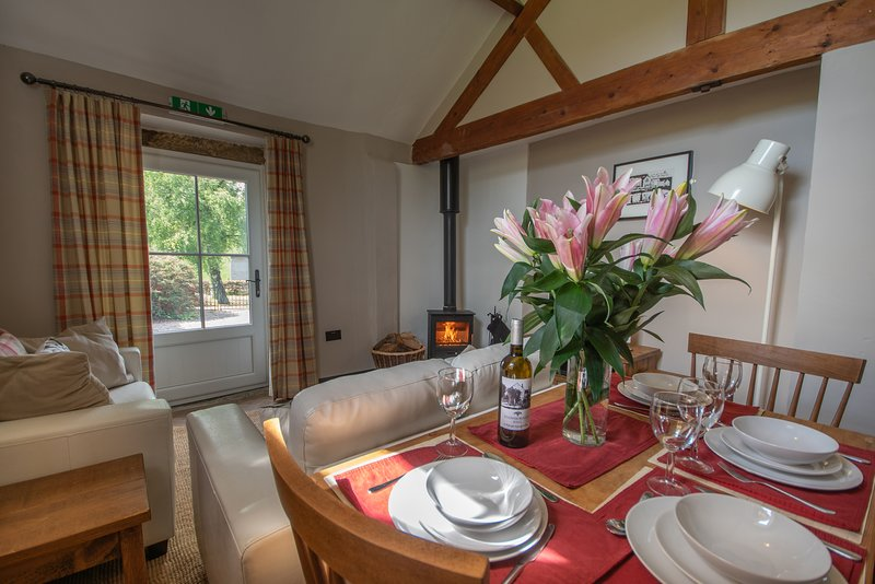 Cosy, pet-friendly, 2-bedroom cottage at Stainsborough Hall, holiday rental in Wirksworth