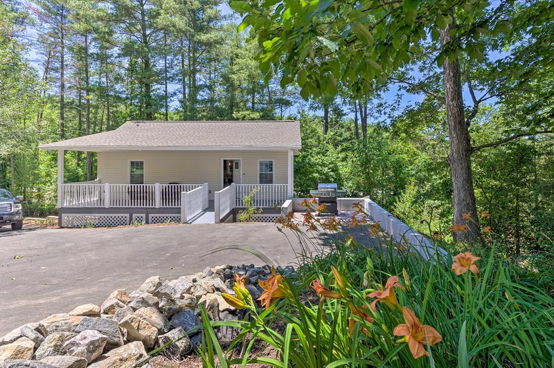 NEW! Petite Weaverville Escape: 3mi to Main Street, holiday rental in Alexander