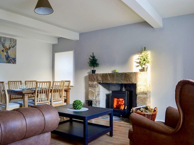The Coolins cosy newly renovated holiday home with wood burner, location de vacances à Lochcarron