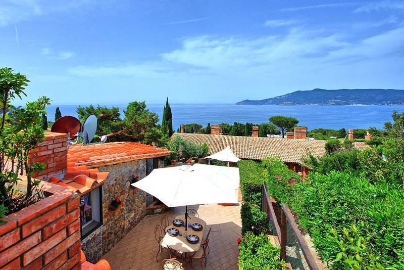 Ansedonia Apartment Sleeps 4 with Air Con and WiFi - 5638069, vacation rental in Ansedonia
