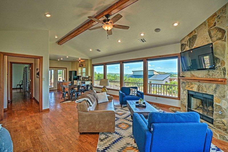 Updated Cabin w/ 360 Degree Mtn Views: 1Mi to Lake, casa vacanza a Medicine Park