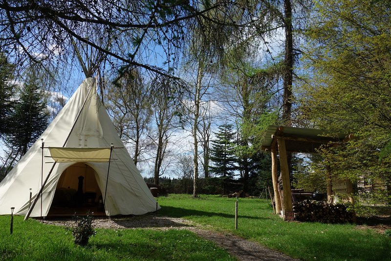 Tipi Larix pour les amoureux, possible aussi avec 2 enfants  sur lit d'appoint., location de vacances à Saint-Gatien-des-Bois