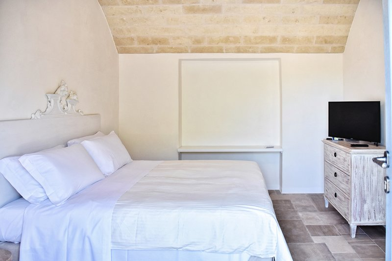 Borgo S.Clara by Wonderful Italy - Suite Carmelina, holiday rental in Calabrese